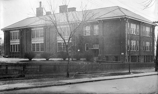 Kew Beach Public School in the 1930s. PHOTO: City of Toronto Archives, Fonds 1257 Series 1057