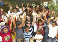 sub-schoolbox-Tom Sarah with Kids