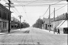 beach memories-gerrard st west from main st 1915-f1231_it2211
